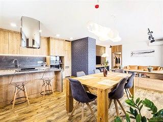 Majitelé toužili mít v interiéru hlavně hodně dřeva, které na ně působí...