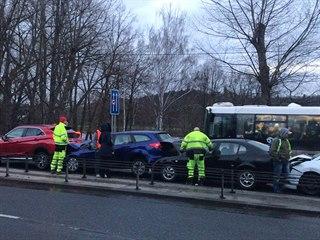 Hromadná nehoda na Strakonické ulici u Prahy. (11. listopadu 2018)