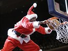 Santa Claus si zaletěl do Madison Square Garden, aby si zasmečoval.