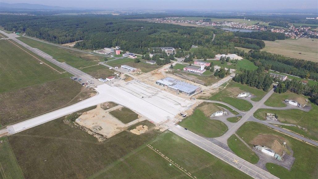 Blamáž na budějovickém letišti: stožár musí zbourat, pak ho zase postaví
