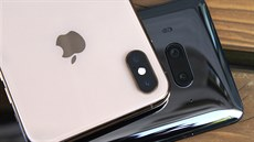 Apple iPhone XS Max a HTC U12+