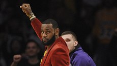 LeBron James slaví trefu LA Lakers.