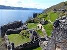 Urquhart Castle, nabízející skvělý výhled na Loch Ness, je bohužel i na...
