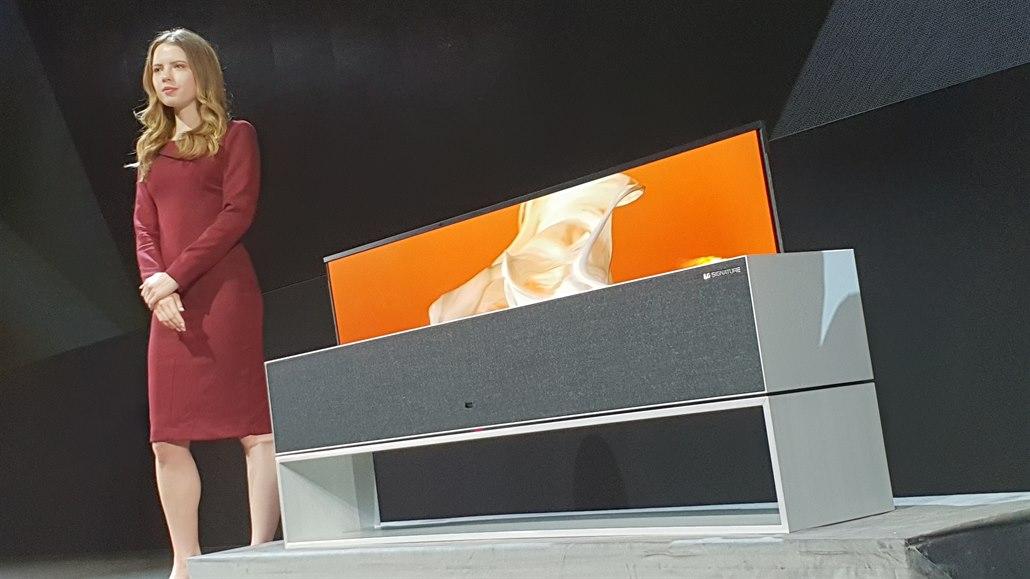 Televizor jako roleta: nové LG se po vypnutí sroluje do podstavce