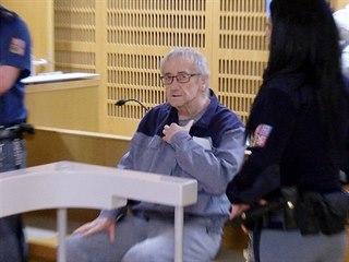 Odsouzený bývalý soudce Josef Knotek u Obvodního soudu pro Prahu 6 (9. 1. 2019)