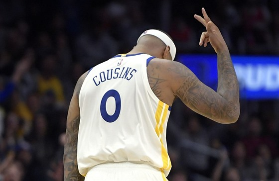 DeMarcus Cousins z Golden State oslavuje trojku proti Los Angeles Clippers.
