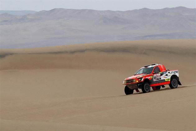 Prokop trece pe ultima etapă a Dakarului de pe locul șase, Loprais de pe locul cinci