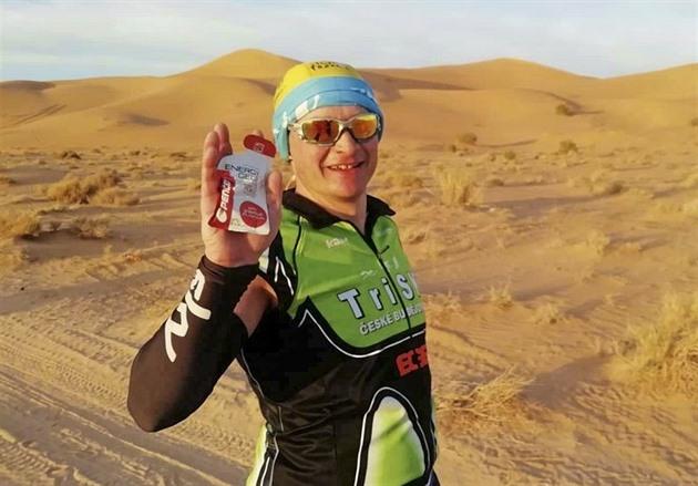 A încercat un triatlon în Sahara. L-au aruncat cu pietre și i-au furat tricoul