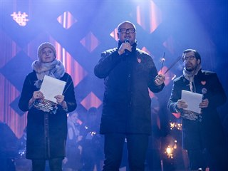 Starosta Gdaňsku Pawel Adamowicz při vystoupení na charitativní akci (13. ledna...