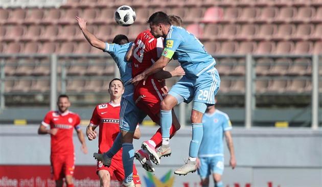 20da5d74731cb Momentka z finále Tipsport ligy mezi Zbrojovkou Brno (červená) a Slovanem.