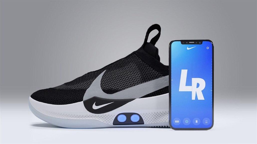 c2d24269e31 Další trapas pro Nike. Chytré boty za 8 tisíc se přestaly zavazovat ...