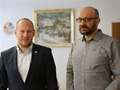 Nový starosta Martin Mrkos (vlevo) a jeho předchůdce v čele Žďáru nad Sázavou...