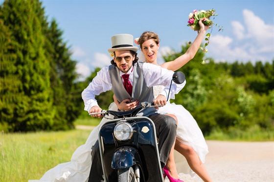Udělat si svatbu po svém je ten nejlepší plán svatebního dne. dcd50b96a8