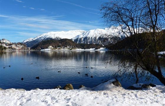 Svatý Mořic na břehu jezera Moritzer See je vyhlášenou adresou světové smetánky.