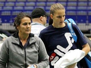 Conchita Martínezová a Karolína Plíšková během  tréninku na Fed Cup v Ostravě.
