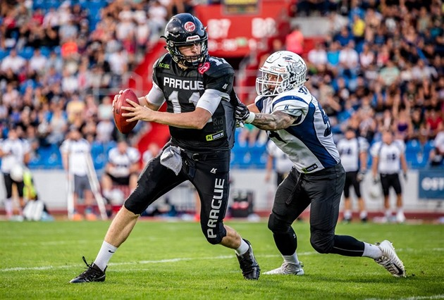Jan Dundáček (vlevo) v dresu Prague Black Panthers