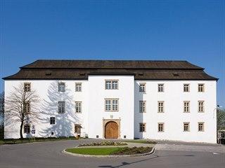 Renesanční zámek v Hustopečích nad Bečvou je z roku 1596.