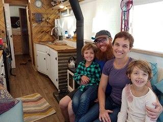 Adam Paashaus a jeho žena Elizabeth ze Severní Karolíny si předělali školní...