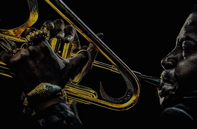 Na snímku v soutěži Jazz World Photo 2019 je muzikant Christian Scott z New...