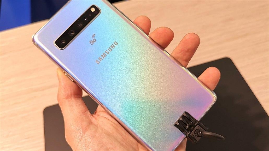 Samsung má krále fotomobilů. V Česku ho však nekoupíte