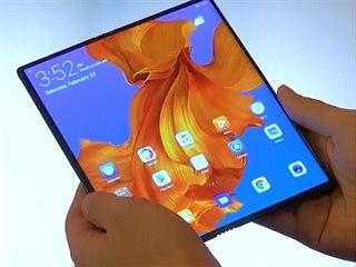Huawei odhaluje skládací mobilní zařízení Mate X.