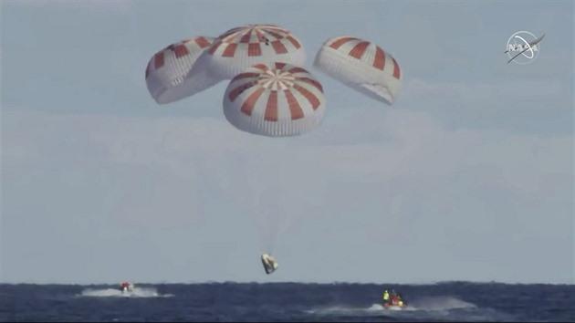 Audit NASA ukázal, že lety s posádkou soukromníci nestihnou. Pomohou Sojuzy