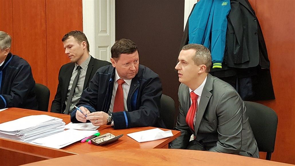 Dozorci vinění ze zbití lotyšského aktivisty se vrátili před litoměřický soud