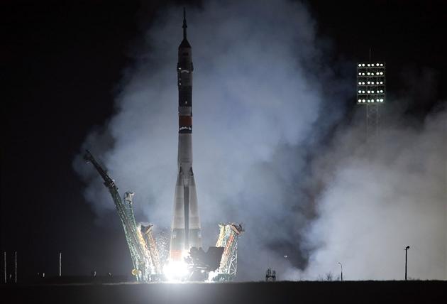 Ruský Sojuz úspěšně vynesl na oběžnou dráhu tříčlennou posádku