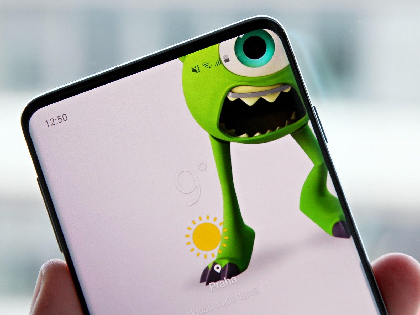 d539f1bda Obrázky využívající dvojitého průstřelu displeje u nového Samsungu S10+  jsme vyhodnotili jako povedené, ovšem menší