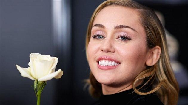 kouření Miley Cyrus lesbické dívky mnul kočička