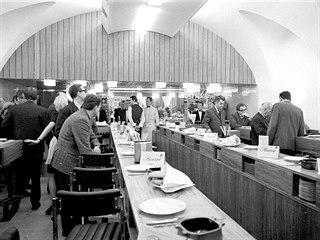 Pohled do Gril Baru ve Slovanském domě (1968)