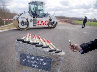 Ve čtvrtek začala v Opatovicích nad Labem stavba dálnice D35.