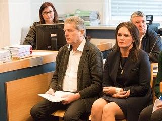 Vladimír Březina a Stanislava Březinová u zlínského okresního soudu.