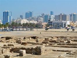 Pohled z pevnosti Bahrain Fort k východu