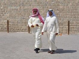 Před pevností Bahrain Fort