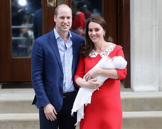 Prince William, Duke of Cambridge and Catherine, Duchess of Cambridge depart the Lindo Wing with their newborn son at St Mary's Hospital on April 23, 2018 in London, England. The Duchess safely delivered a boy at 11:01 am, weighing 8lbs 7oz, who will be