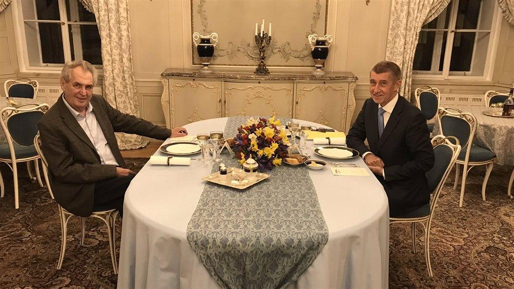Prezident Zeman večeří s premiérem Babišem v Lánech