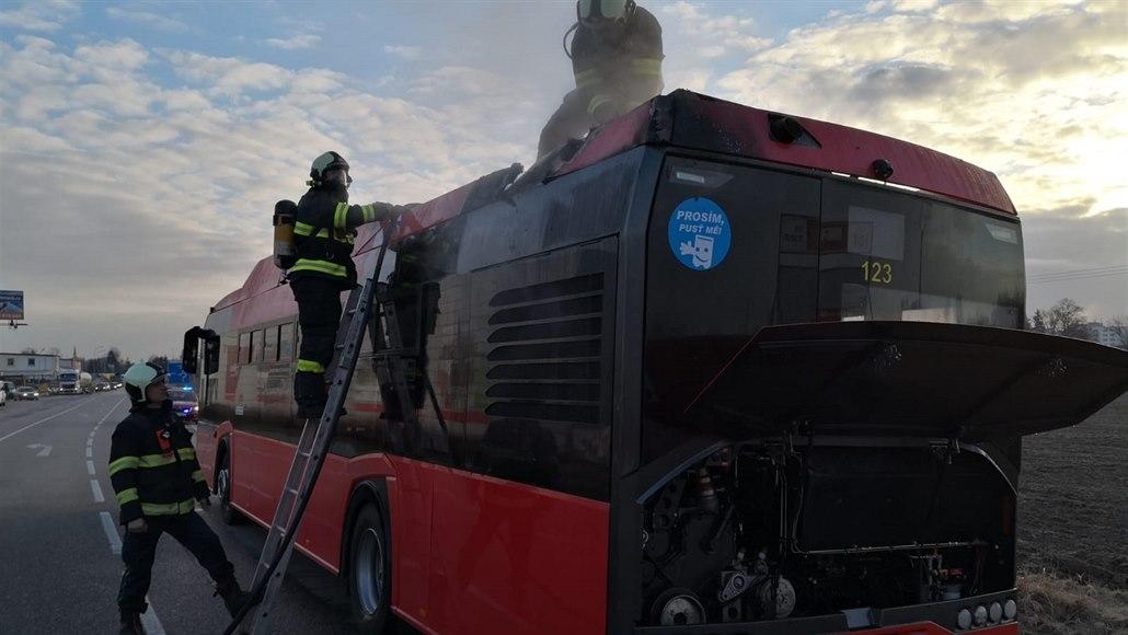 Autobusu, který u Budějovic už dvakrát hořel, netěsnilo olejové chlazení