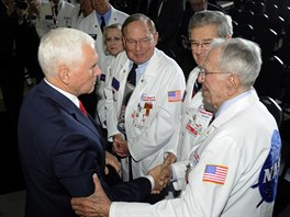 Viceprezident Mike Pence na setkání National Space Council