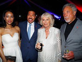 Lisa Parigi, Lionel Richie, vévodkyně Camilla a Tom Jones na recepci v...
