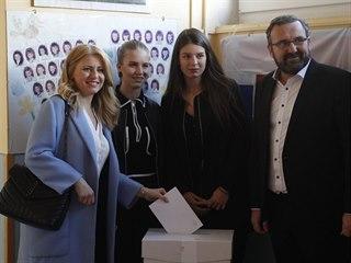Slováci ve volbách rozhodují o budoucí hlavě státu. Zuzana Čaputová odvolila v...
