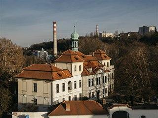 Místní barokní zámek byl vybudován na místě panského dvora mezi roky 1730 a...