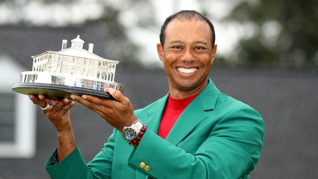 Padlá modla povstala. Golfista Woods je opět šampionem. A jiným člověkem