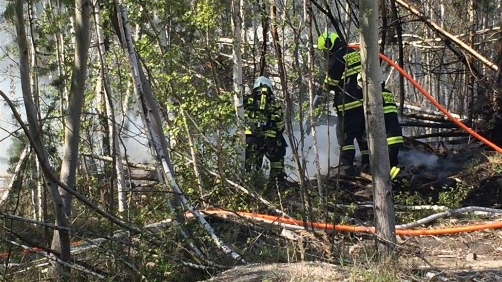 Dřevařskou firmu v Hradci zachvátil požár. Škody jsou jen minimální