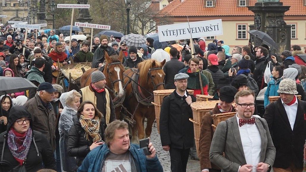 Natvrdlí velvarští přinesli do Prahy během vajíčkobraní nůše vajec