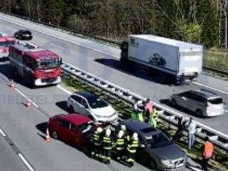 Hromadná nehoda zablokovala dálnici D1 směr Brno na 41. kilometru u Šternova....
