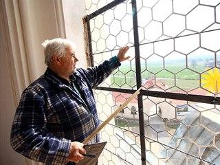 Petr Švamberg je umělecký sklenář. Pro Zelenou horu vytvořil se svým synem...