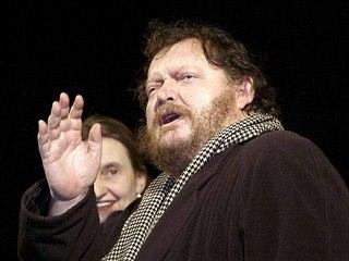 Herec Radomil Uhlíř na premiéře filmu Skřítek (březen 2005)