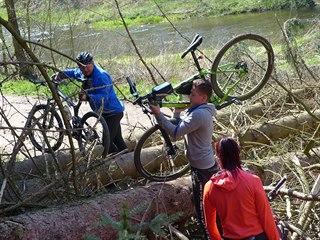 Majitel znovu zahradil cyklostezku z Jihlavy na Třebíč. Zdatnější cyklisté přes...