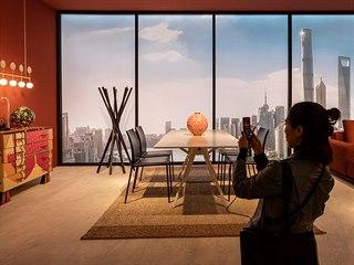 """Expozice značky Zanotta vsadila na """"světová města"""", každému přiřkla jinou..."""